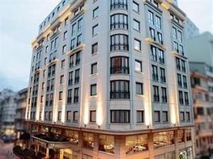 تور استانبول هتل گراند اوزتانیک تکسیم
