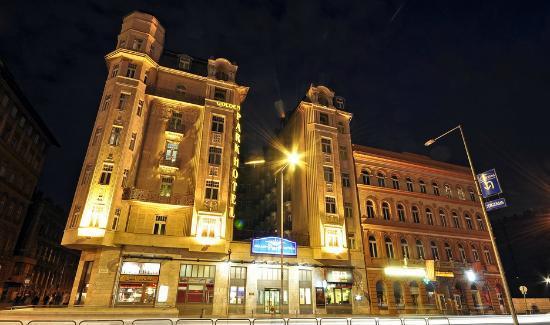 تور استانبول با ماهان هتل گلدن پارک تکسیم